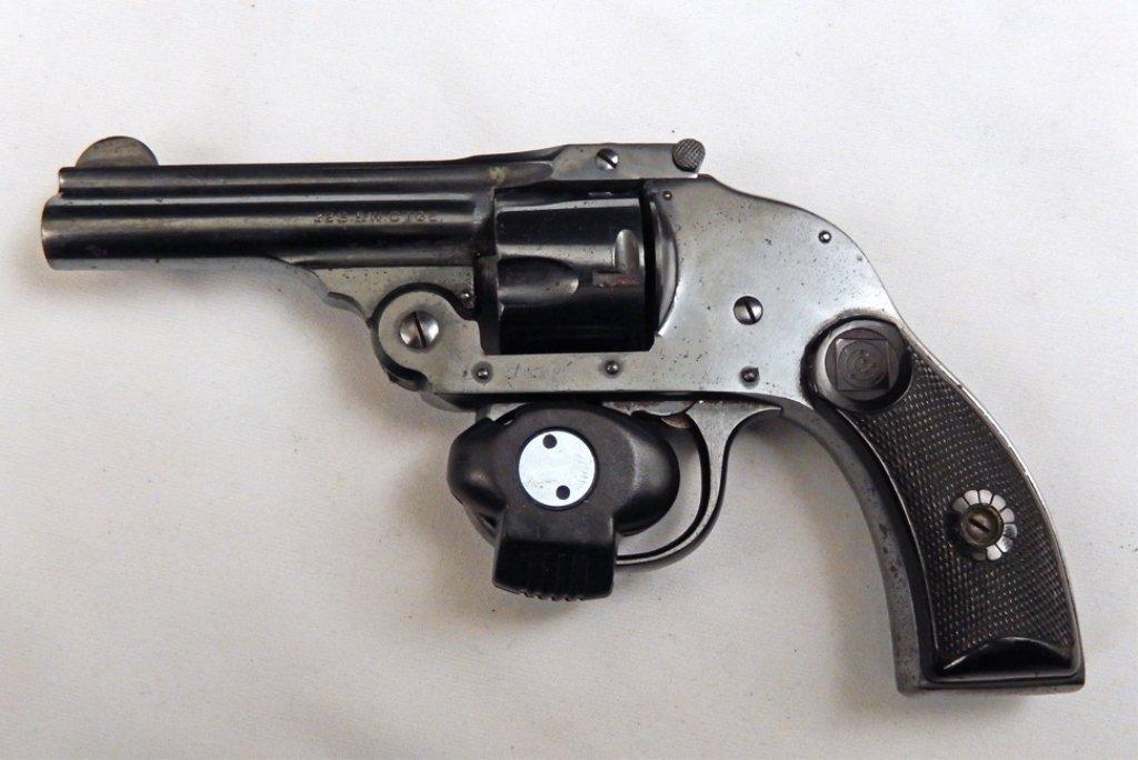 Harrington & Richardson .32 S&W revolver
