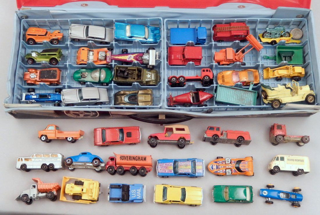 Matchbox Carry Case with nineteen Hot Wheels red line