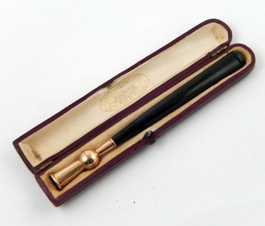 Antique French 18k gold cigarette holder