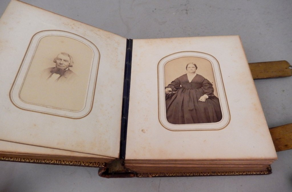 Gilt embossed leather Victorian photograph album with - 6