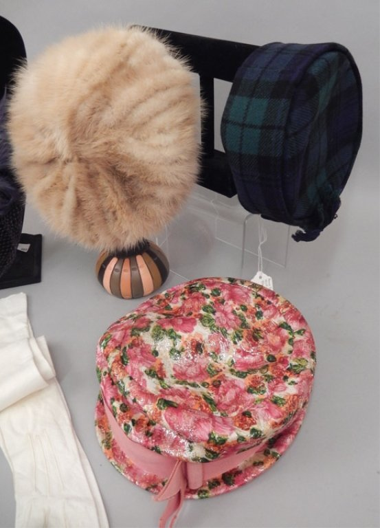 Six vintage ladies hats and pair of child's gloves - 2
