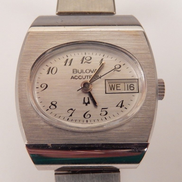 Bulova Accutron ladies wrist watch in original case - 3