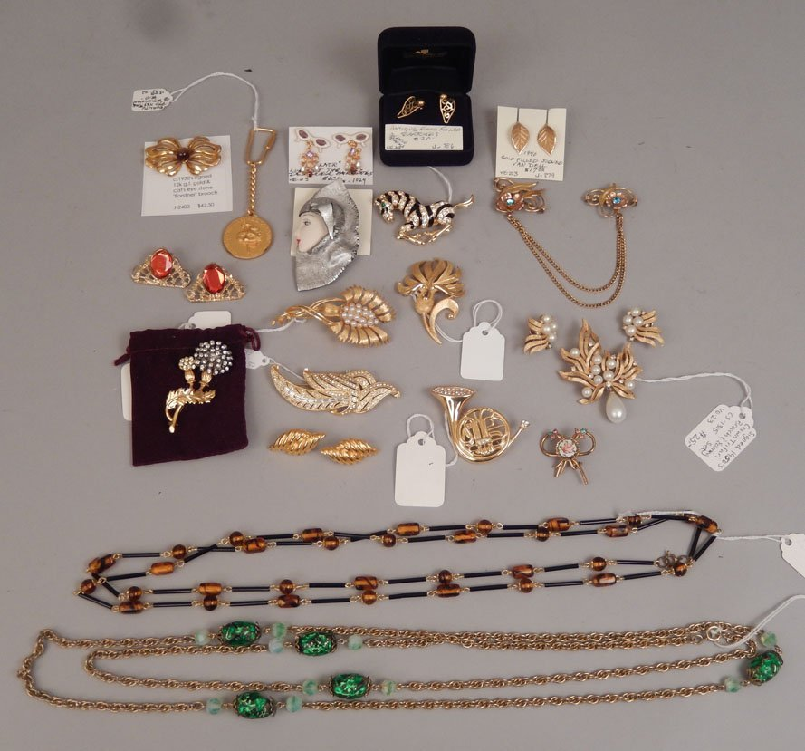 Grouping of assorted jewelry