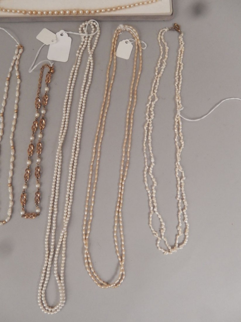 Grouping of pearl necklaces and bracelets - 3