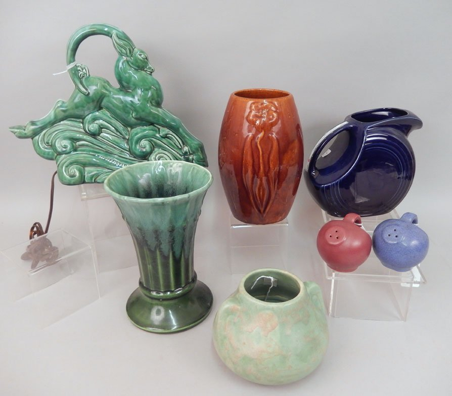 Grouping of pottery pieces