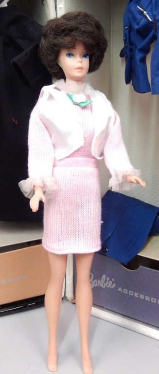 Bubble cut Barbie with tagged Barbie clothes and - 3