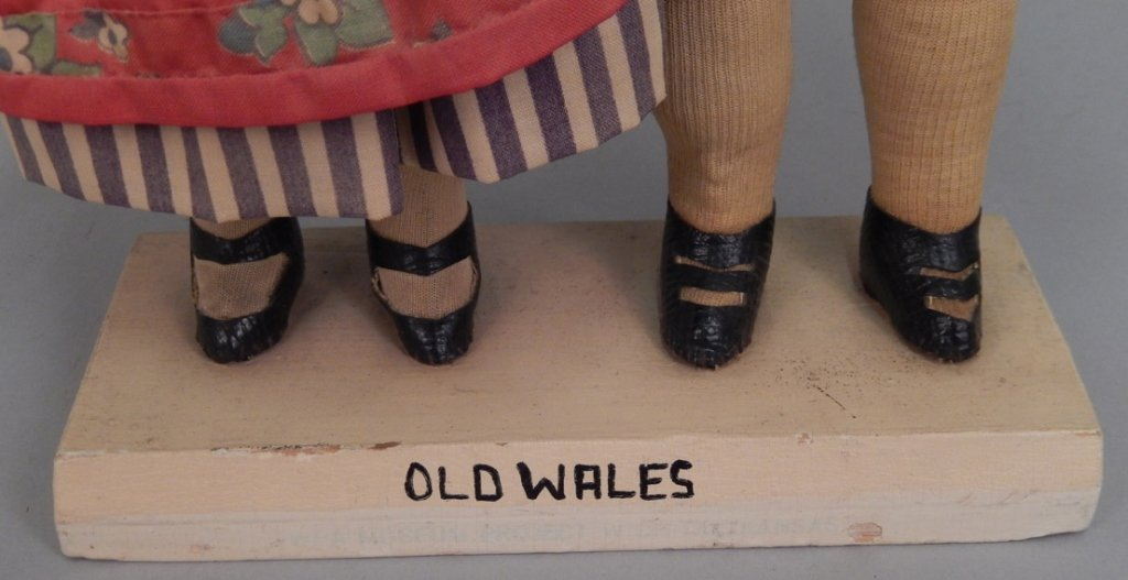 Pair of WPA Dolls Old Wales - 2