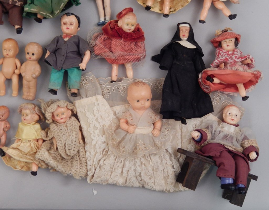 Collection of assorted small dolls - 2