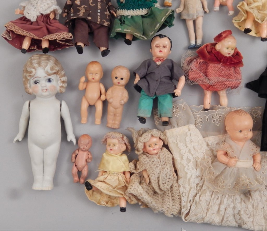 Collection of assorted small dolls - 3