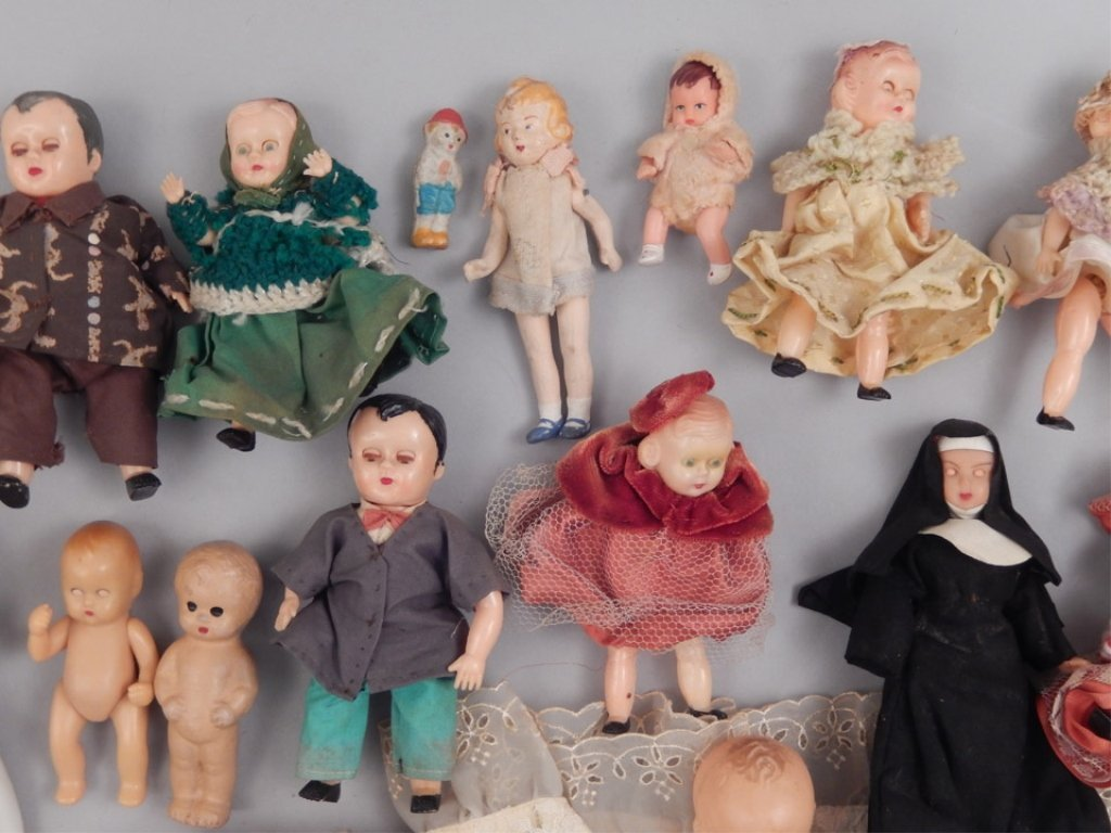 Collection of assorted small dolls - 5