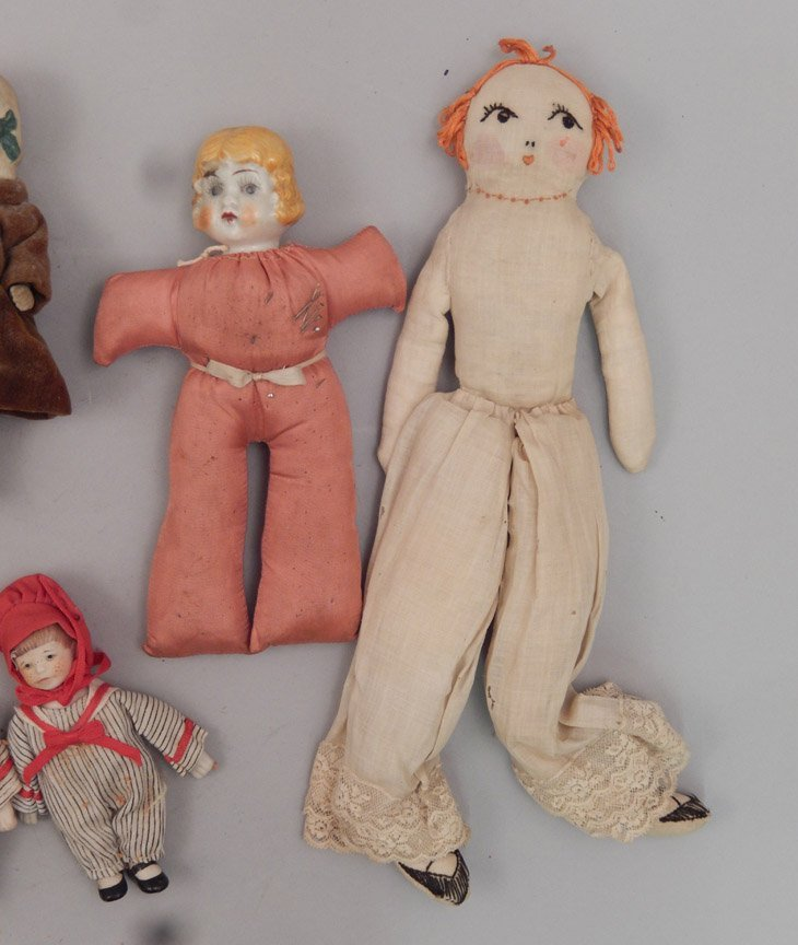 Grouping of assorted dolls - 2