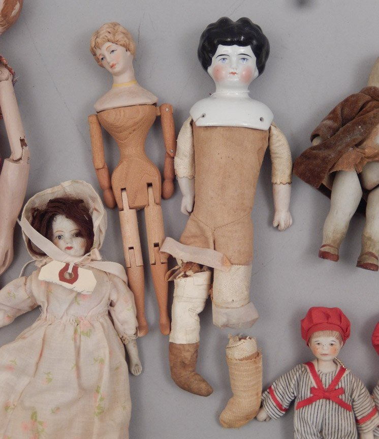 Grouping of assorted dolls - 5