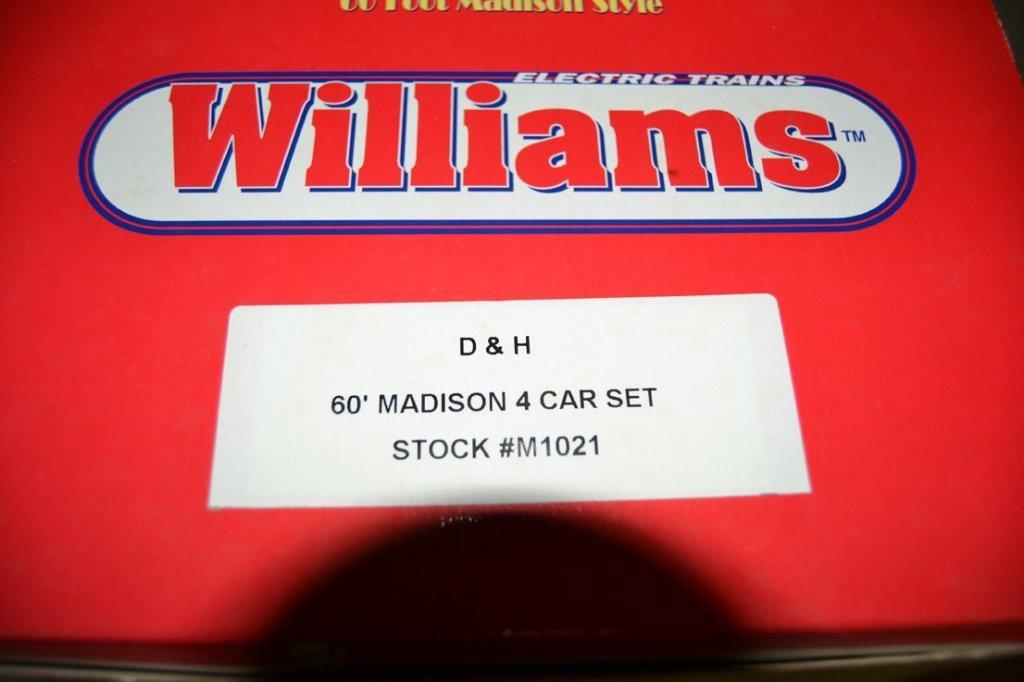Williams Deluxe O gauge four car passenger set - 6