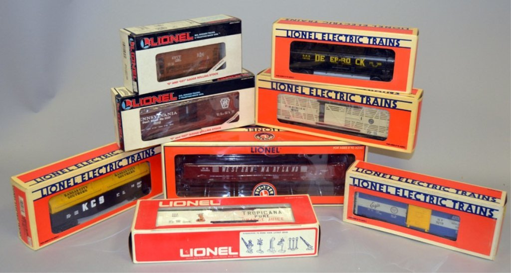 Eight Lionel post war O and O27 gauge railroad cars