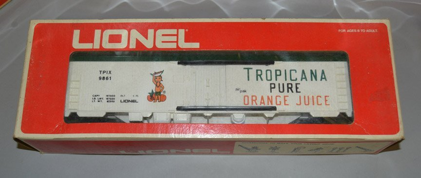 Eight Lionel post war O and O27 gauge railroad cars - 2