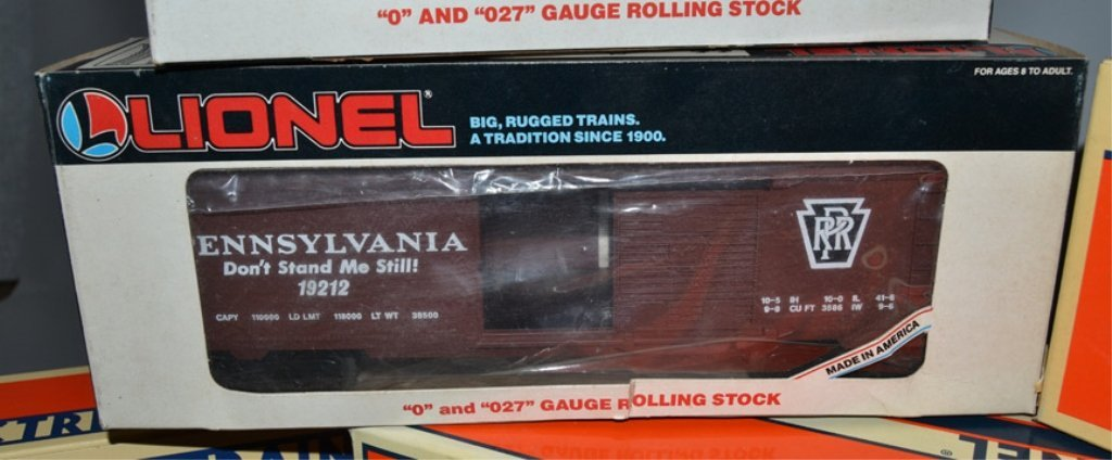 Eight Lionel post war O and O27 gauge railroad cars - 8
