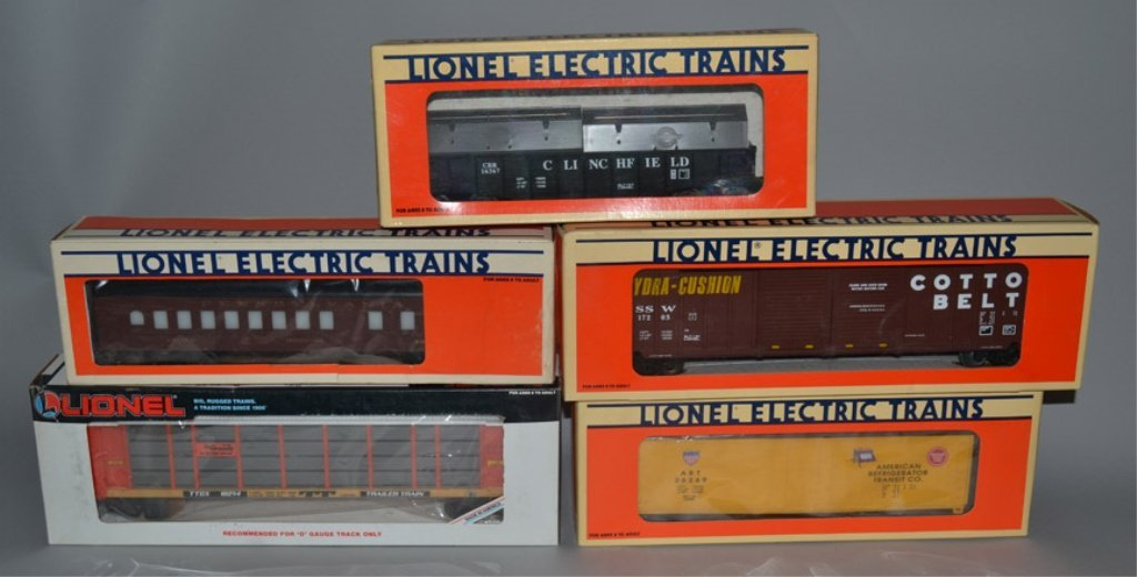 Five Lionel post war railroad cars