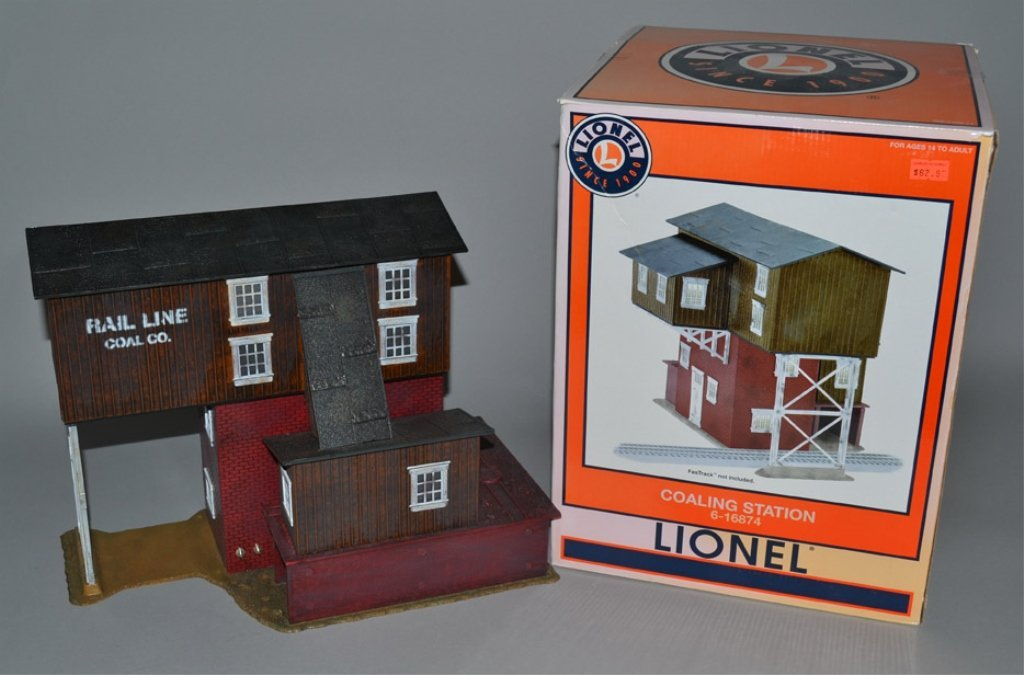 Lionel Coaling Station 6-16874 and Lionel 50,000 Gallon - 2