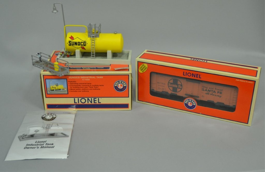 Lionel Santa Fe Hot Box Reefer and Sunoco Industrial