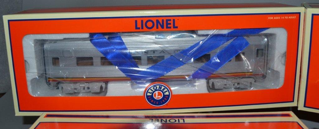 Four Lionel Railroad cars - 4