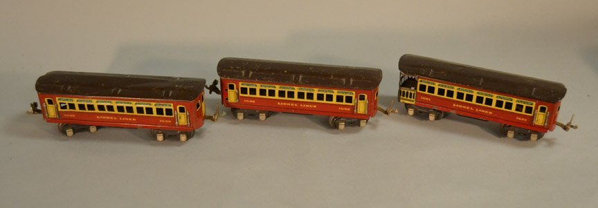 Six Lionel passenger cars - 4