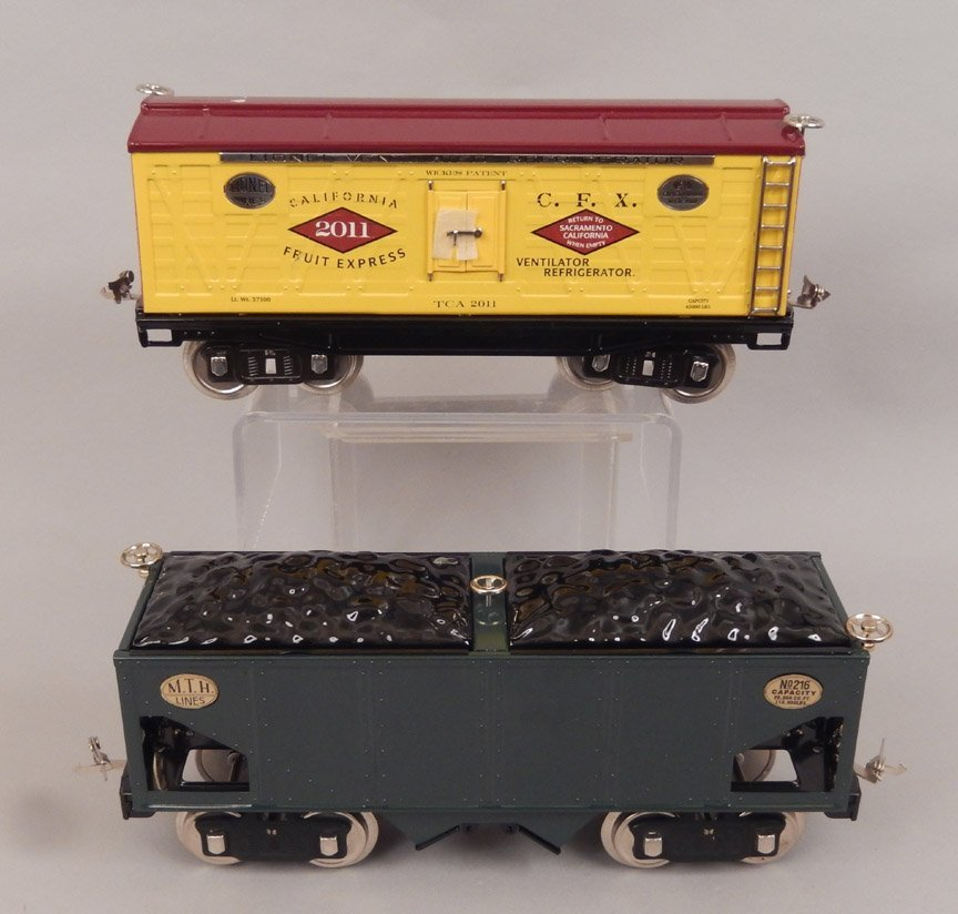 Two Standard Gauge freight cars