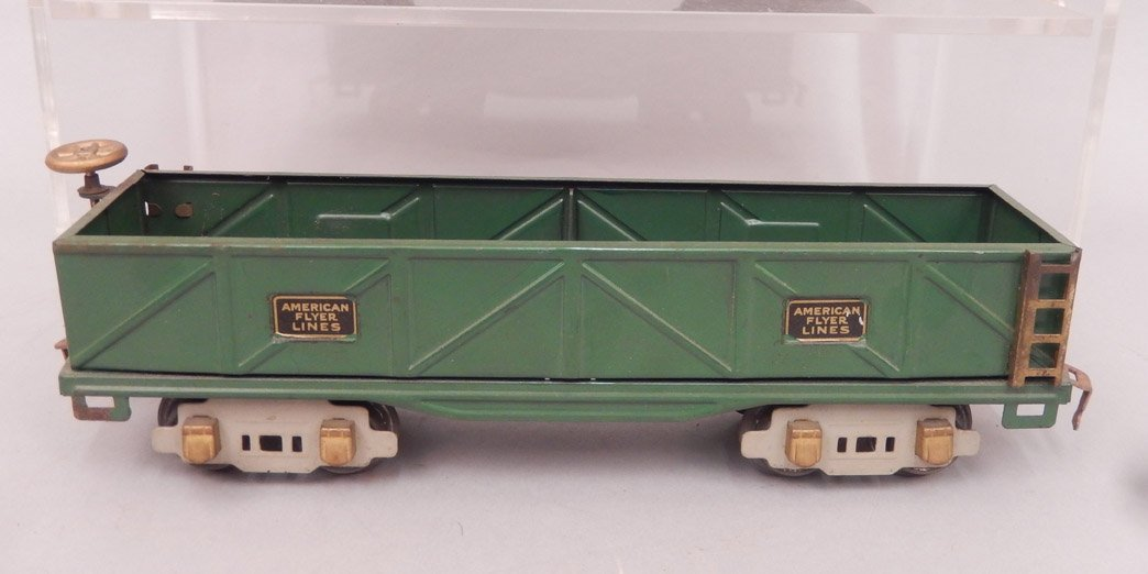 Three American Flyer Lines prewar O gauge freight cars, - 4
