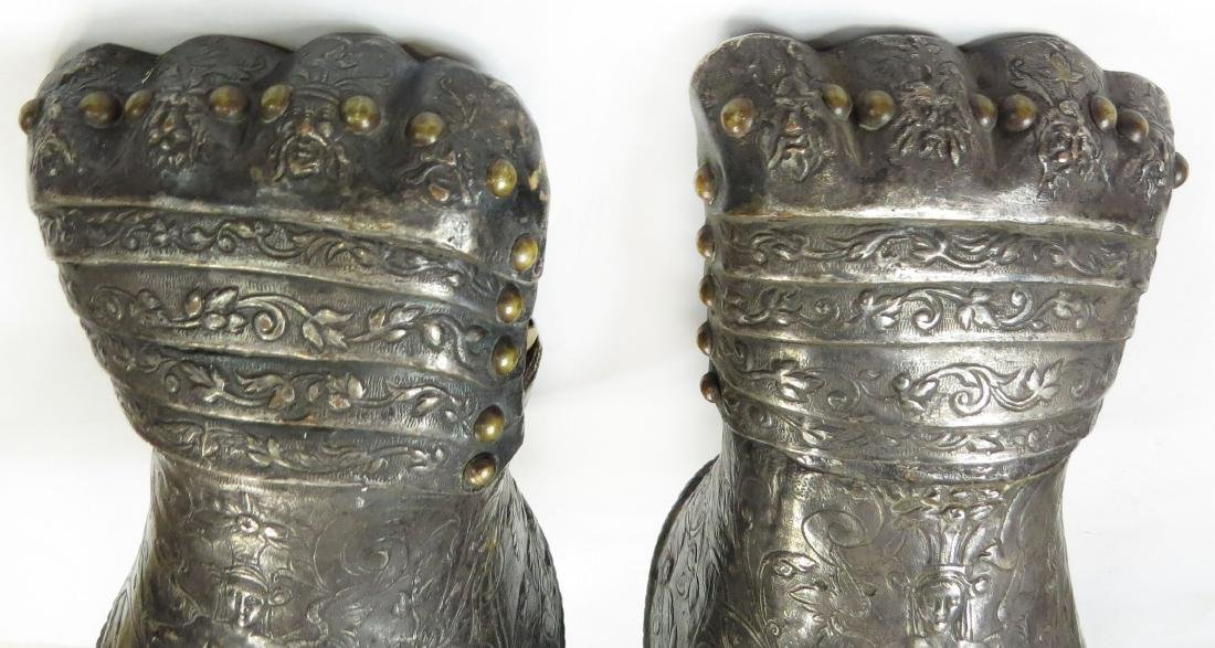 A FINE PAIR OF ARMOR ELEMENTS GAUNTLETS - 4