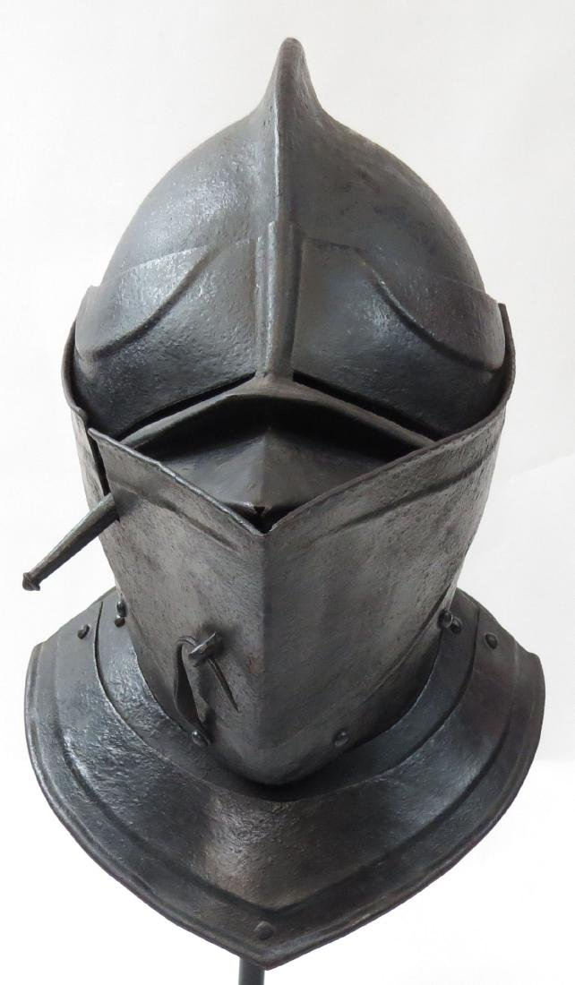 A RARE NORTHERN EUROPEAN CLOSE HELMET - 2