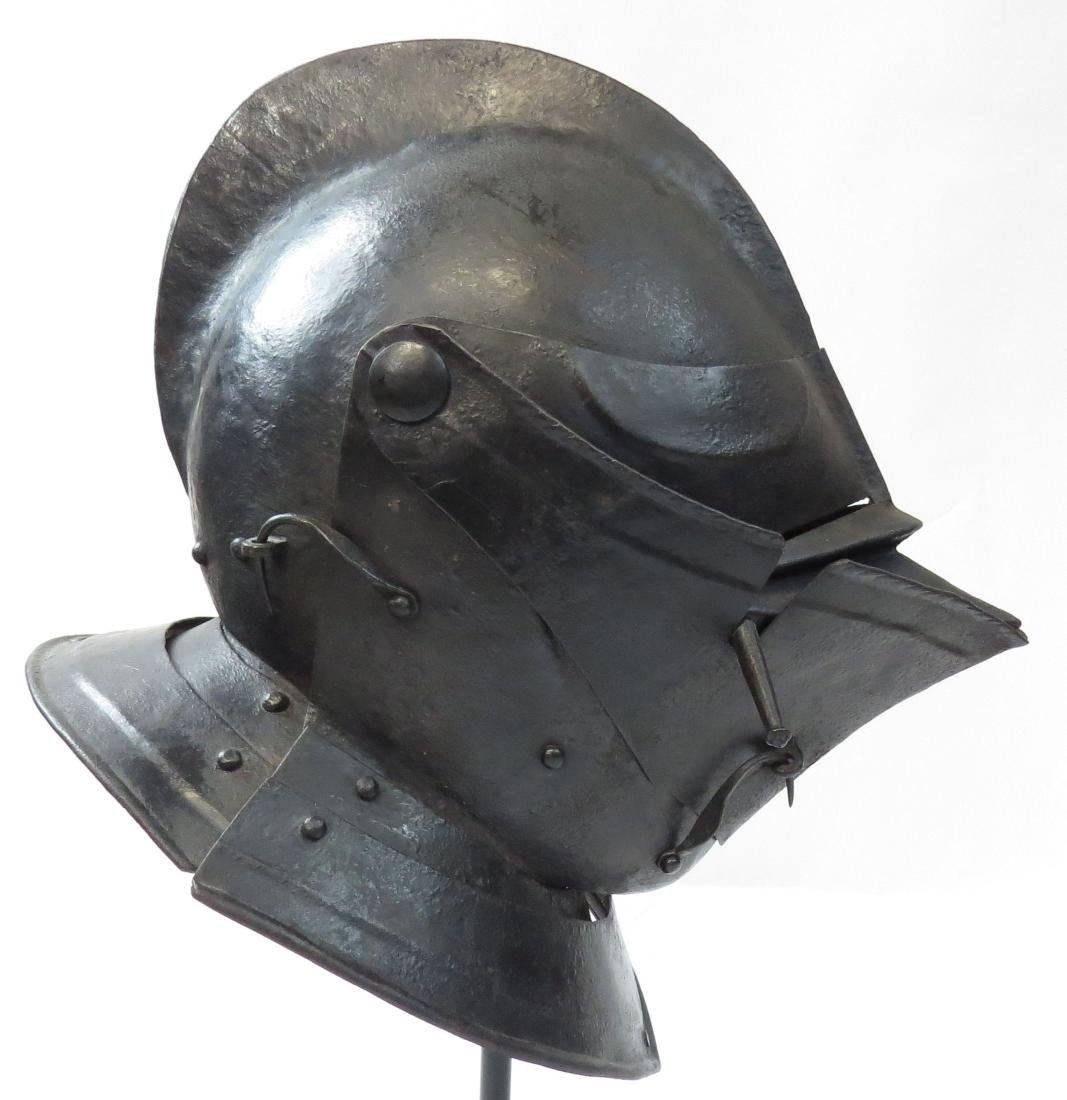 A RARE NORTHERN EUROPEAN CLOSE HELMET - 3