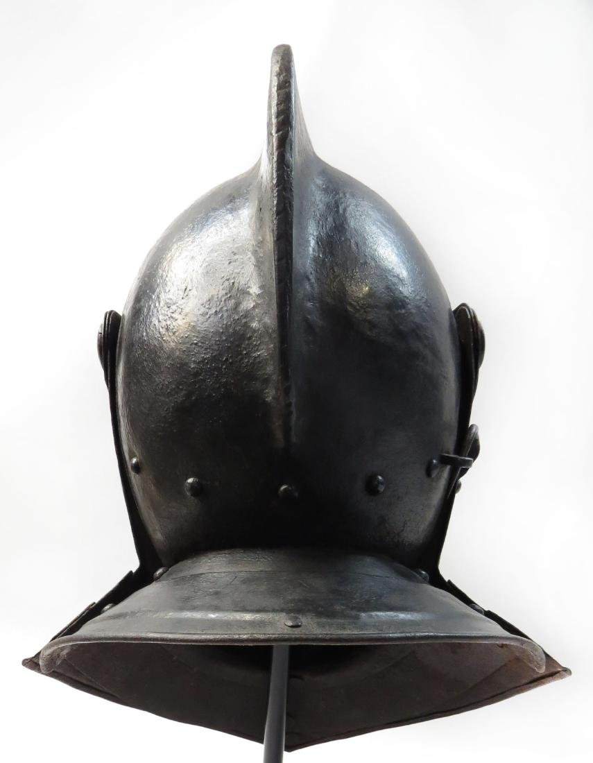 A RARE NORTHERN EUROPEAN CLOSE HELMET - 4