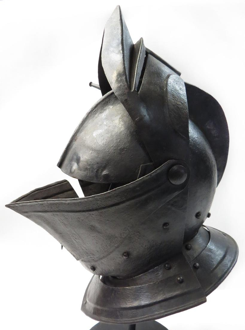 A RARE NORTHERN EUROPEAN CLOSE HELMET - 5