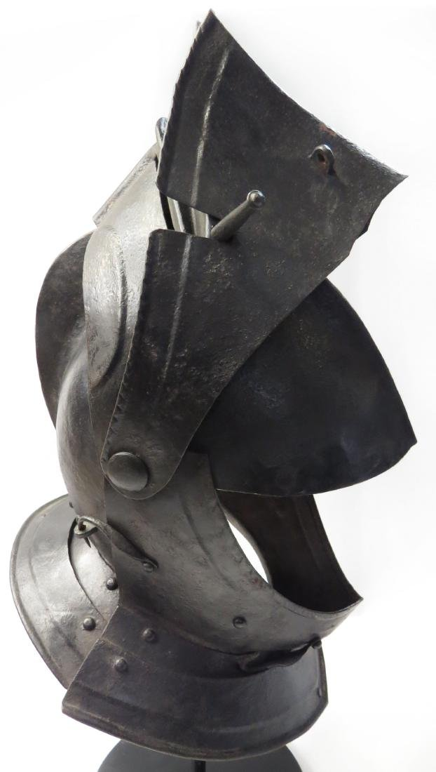 A RARE NORTHERN EUROPEAN CLOSE HELMET - 6