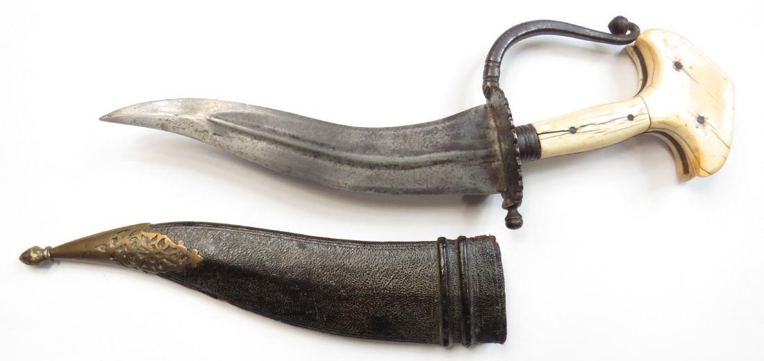 AN INDIAN KHANJARLI DAGGER - 2