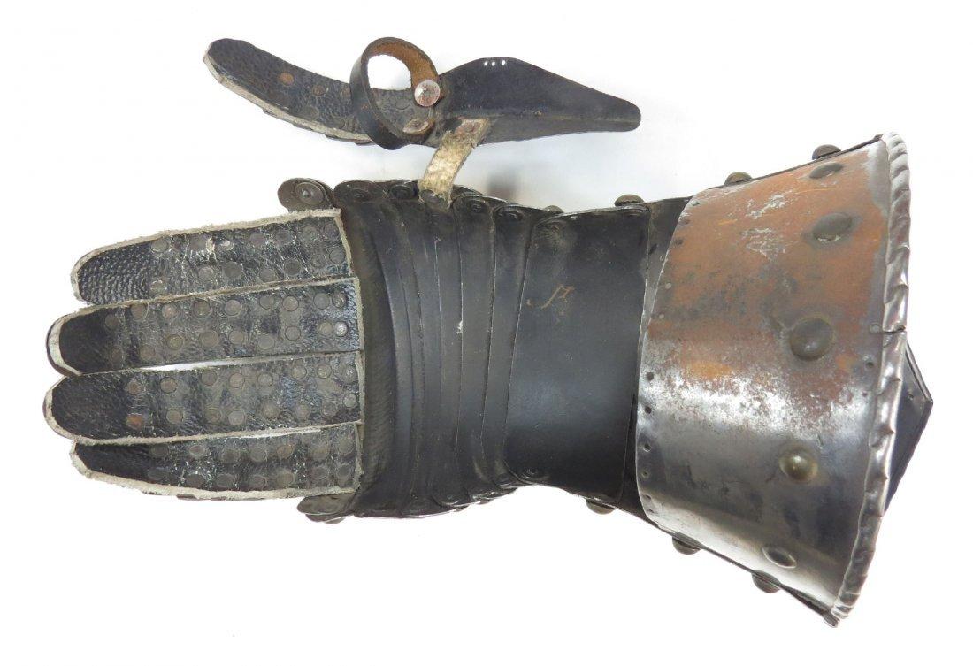 A VICTORIAN-ERA ARMOR GAUNTLET - 2