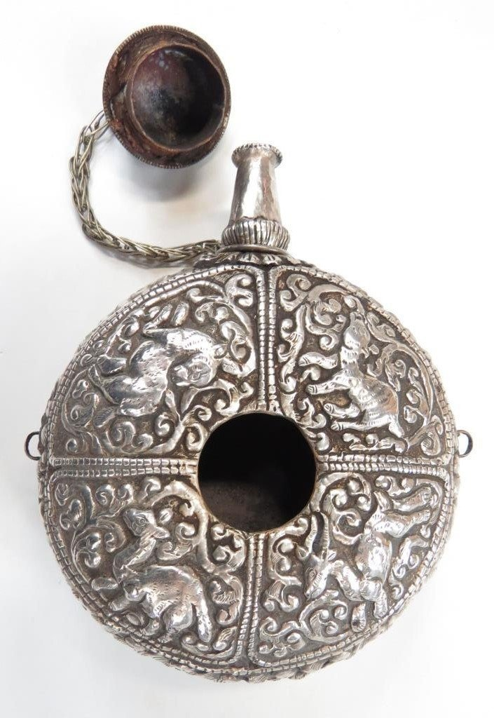 A FINE TIBETAN POWDER FLASK - 2