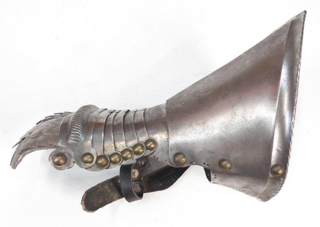 A VICTORIAN-ERA ARMOR GAUNTLET - 3