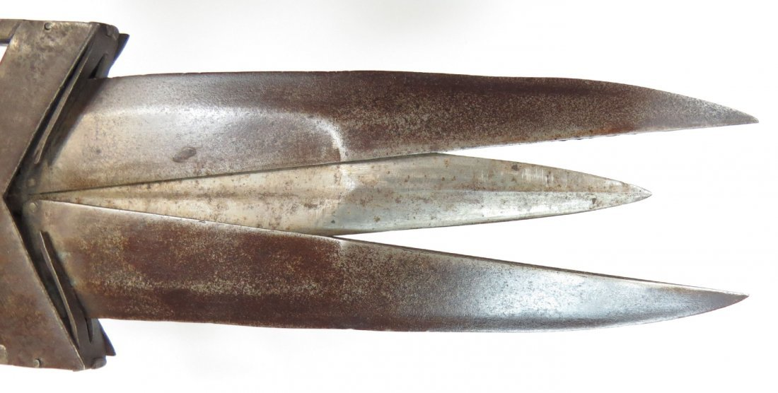 AN INDIAN SCISSOR KATAR DAGGER - 4