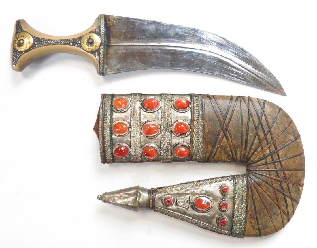 AN ARAB KHANJAR DAGGER - 2
