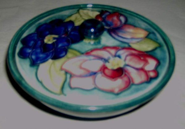 21: Moorcroft pottery covered dish