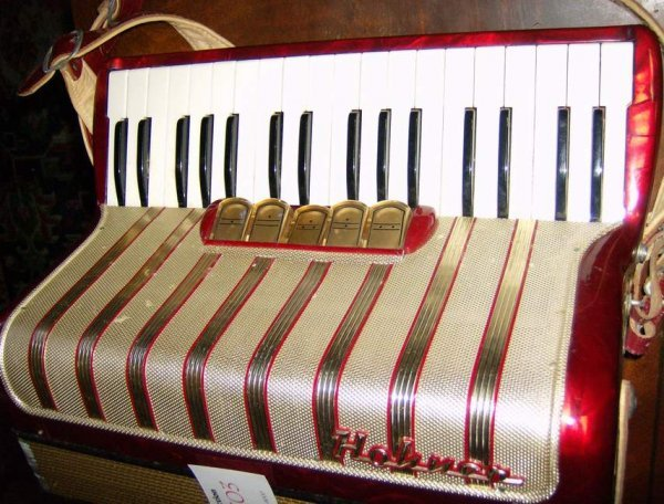303: Honner Corcerto #3 accordian with case