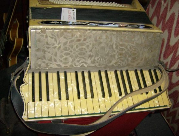 304: Early 20th Century accordian