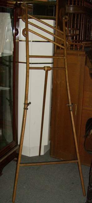 313: Bentwood easel