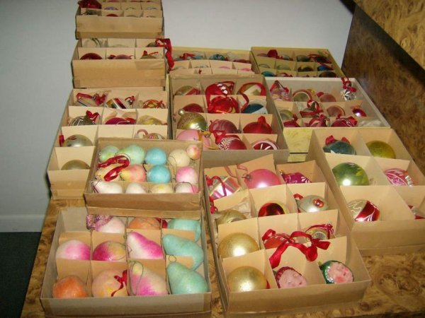 2: Large lot of Christmas ornaments