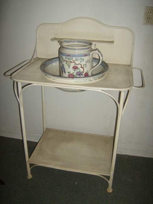315: Iron washstand with pItcher & bowl (damage to pitc