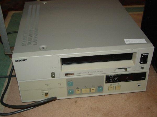"""1007: Sony 3/4 """" Video Cassette Player-Model"""
