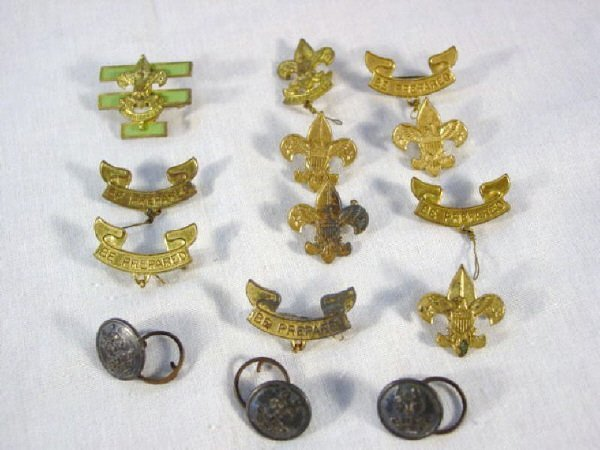 2002: Lot - 14 Boy Scout and Cub Scout pins buttons