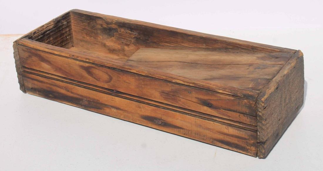 Nice 19th/20thC scrub box w bead board sides & remnants