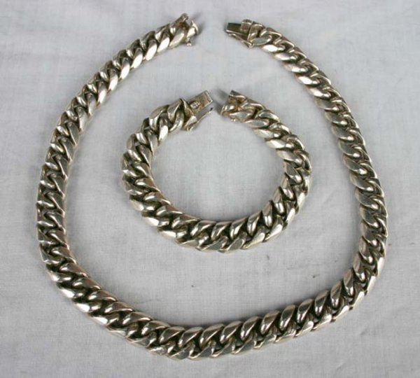 1007: Heavy Mexican silver marked .925 matching bracele