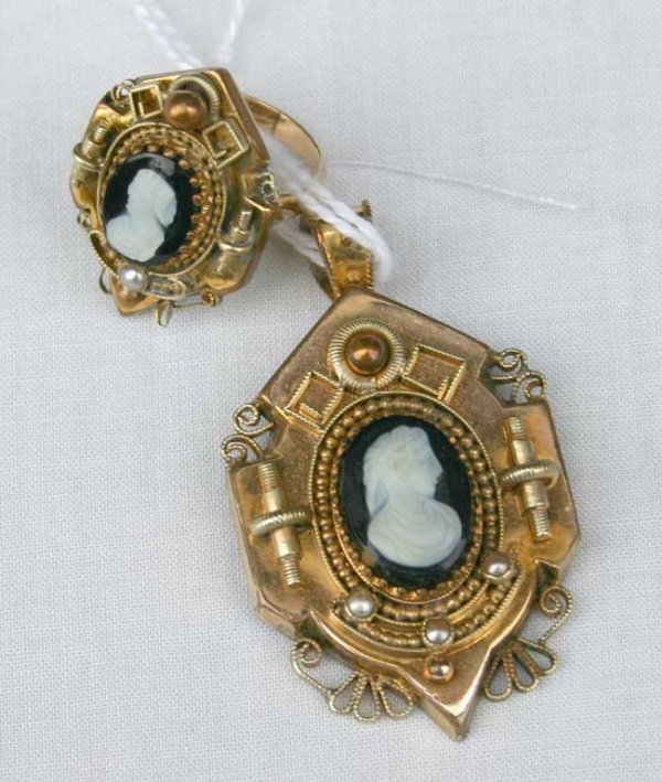 1012: Victorian gold & cameo pendant & ring